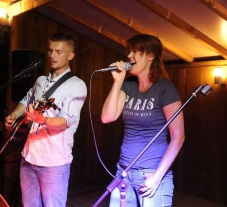 Une soirée concert sur la scène du camping le Ventoulou en Vallée de la Dordogne